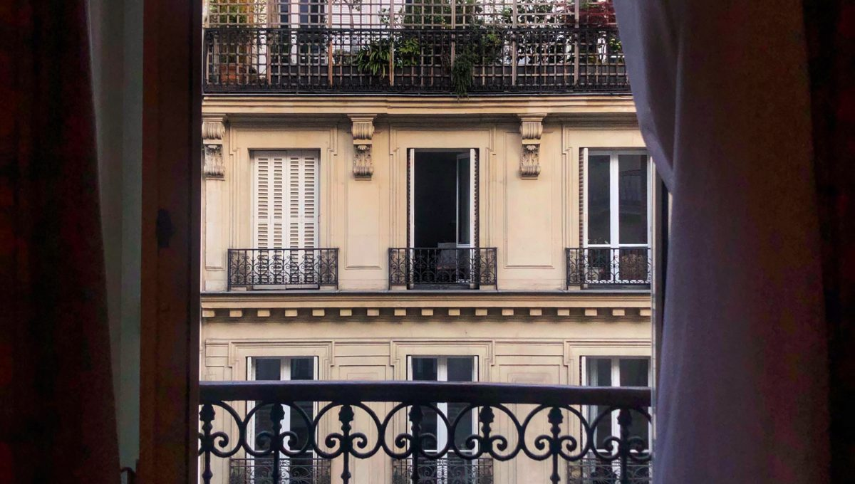 window-in-paris_t20_lRxG1g